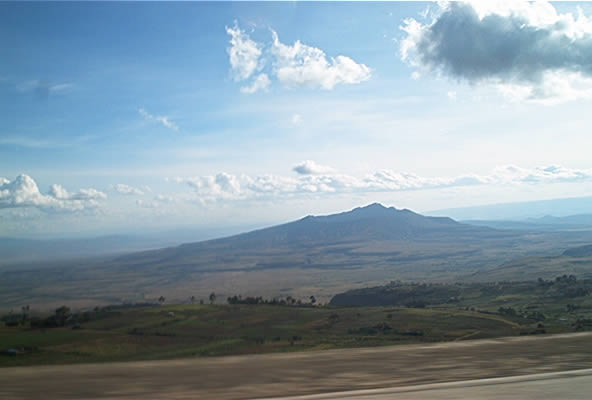 Mount_Longonot_and_Rift_Valley